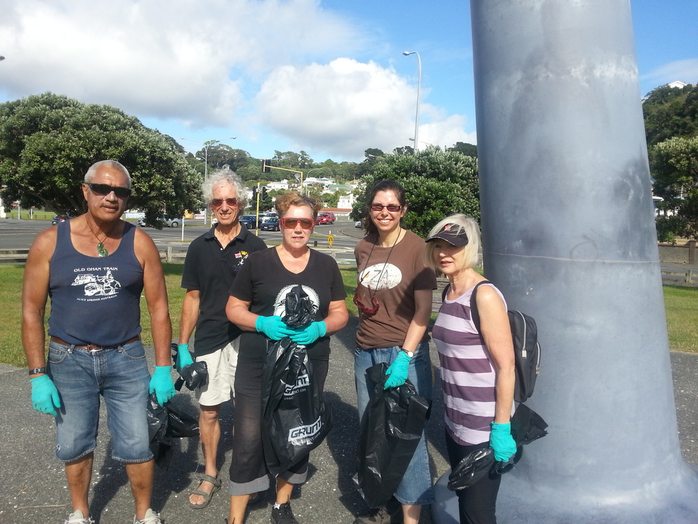 Volunteers at first Evans Bay rubbish collection.