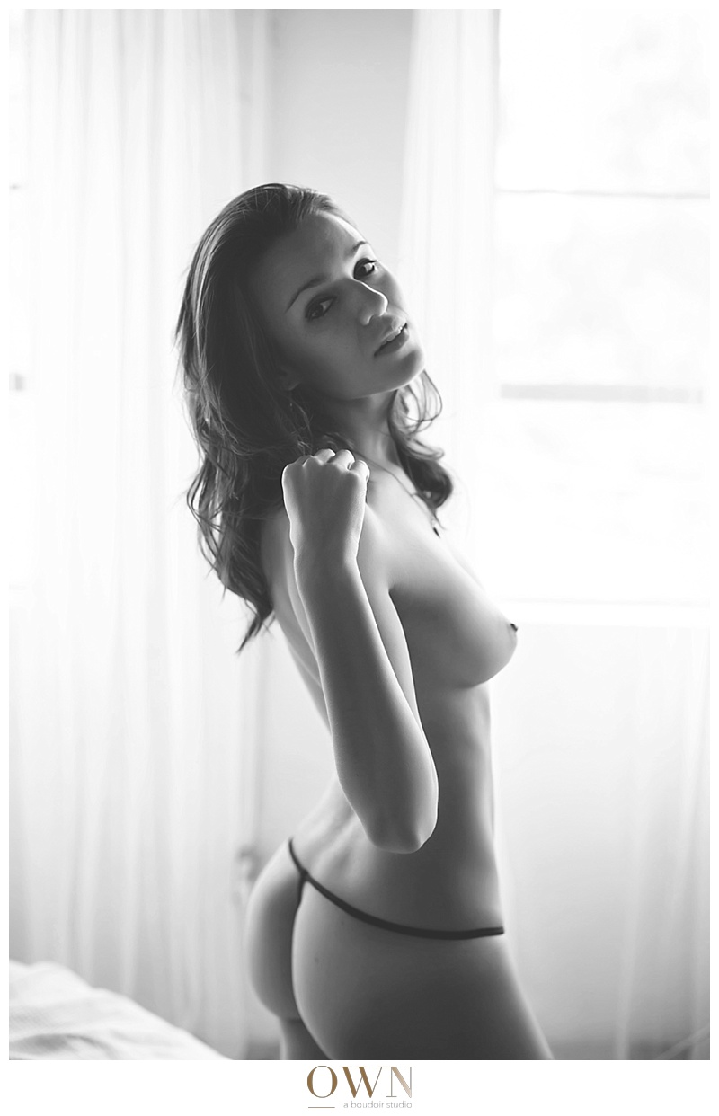 black and white woman looking over shoulder own boudoir photography atlanta