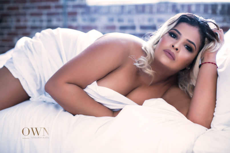 atlanta boudoir, curvy boudoir, atlanta boudoir photography, atlanta boudoir session, boudoir photography, boudoir pose ideas