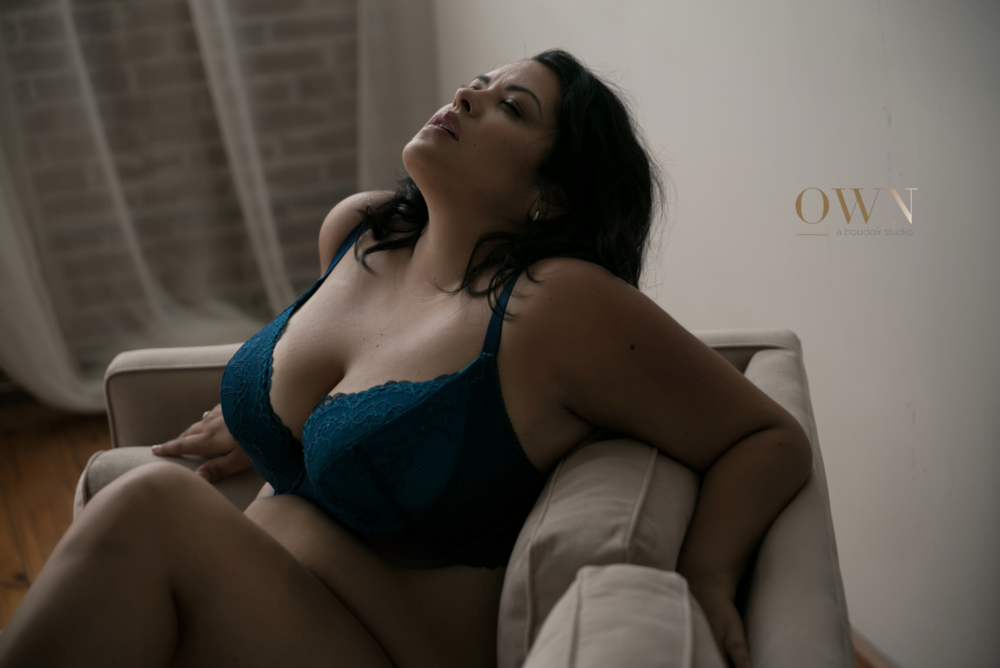 atlanta boudoir photographer, boudoir session, plus size boudoir, boudoir pose ideas, own boudoir