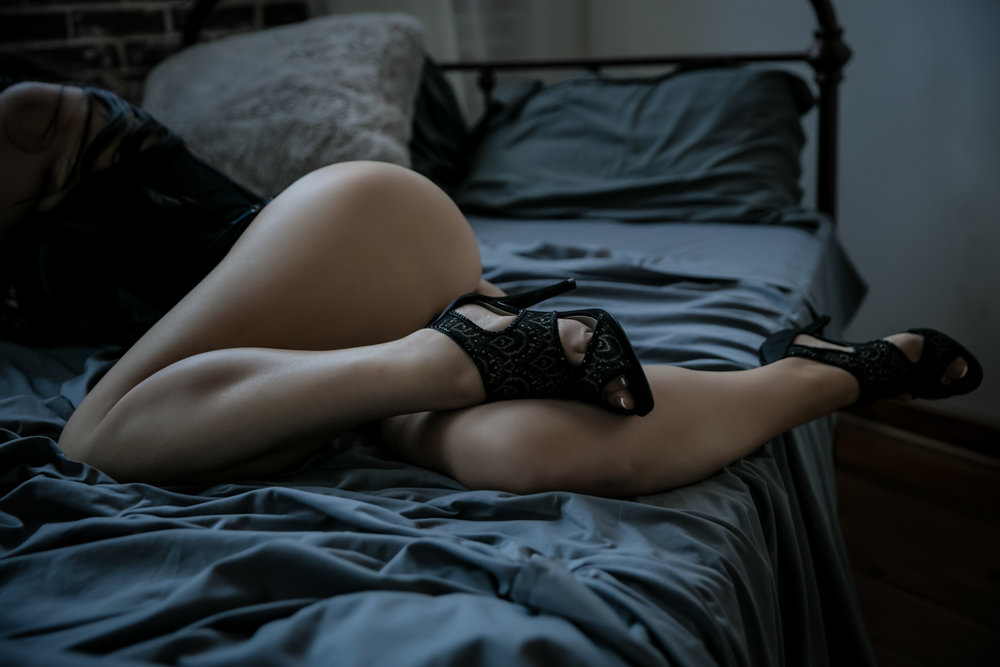 atlanta boudoir, booty, boudoir photo shoot, boudoir pricing, atlanta boudoir pose ideas
