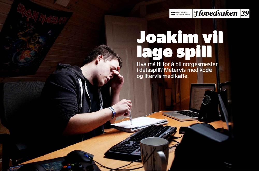 """""""Joakim vil lage spill"""" Jeg liker dette bildet. Kreativt arbeid er sjelden særlig glamorøst, og fotograf Lars Myhren Holand er rett mann til å fange opp essensen av prøvelsene man må gjennom for å lage et dataspill. (Dagbladet FREDAG)"""