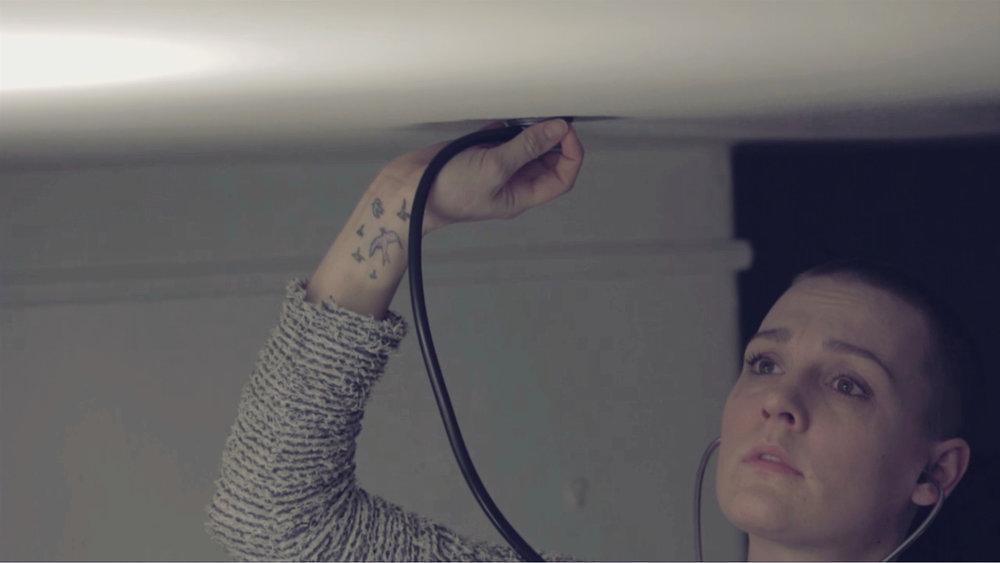 Sabotøren (2018) - Novellefilm med Valentina Alexeeva (Hodejegerne) i hovedrollen, Lars-Petter Iversen på foto og musikk av Christian L. Berg. En forfatter spionerer på naboene sine, men fortellingen tar en uventet vending.