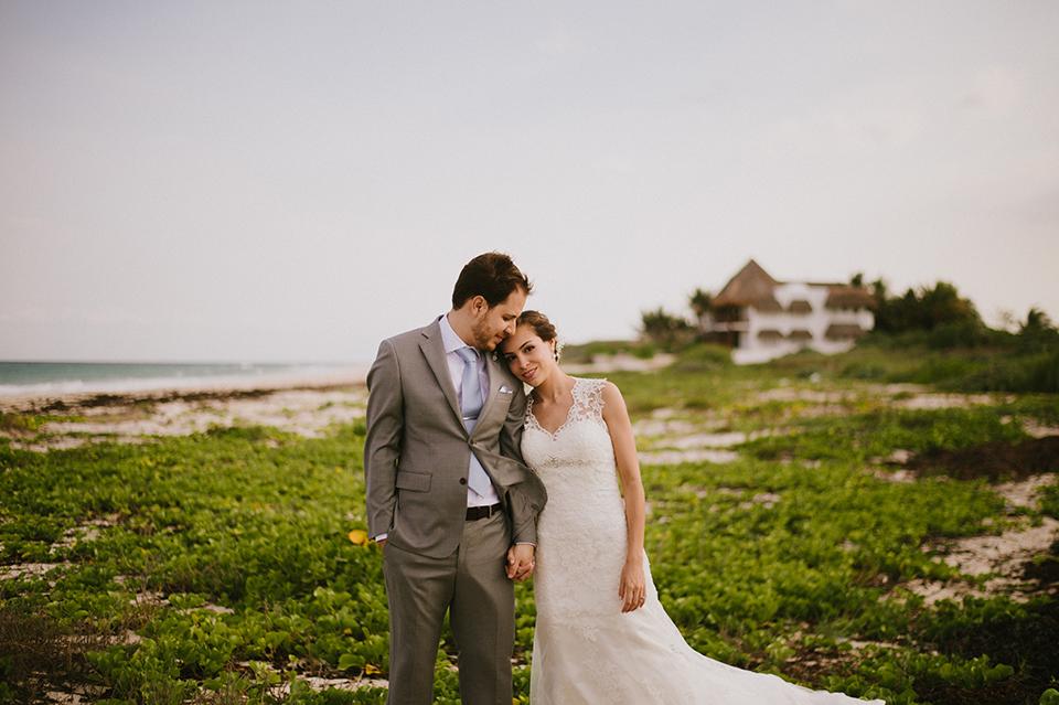 Sam+Alejandro_PlayadelCarmen_KapePhotography_destinationwedding_weddingphotography_mexico_fotografo_boda_cancun_rivieramaya_villasolyluna044.jpg