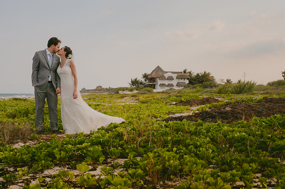 Sam+Alejandro_PlayadelCarmen_KapePhotography_destinationwedding_weddingphotography_mexico_fotografo_boda_cancun_rivieramaya_villasolyluna045.jpg