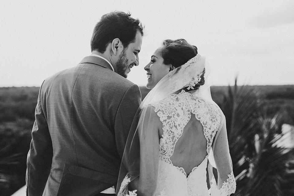 Sam+Alejandro_PlayadelCarmen_KapePhotography_destinationwedding_weddingphotography_mexico_fotografo_boda_cancun_rivieramaya_villasolyluna064.jpg