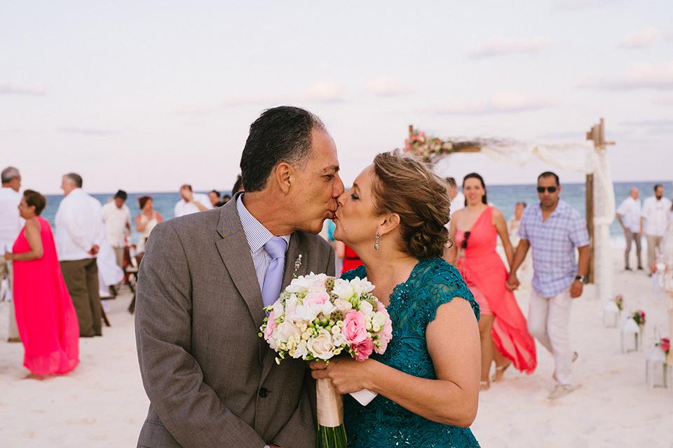 Sam+Alejandro_PlayadelCarmen_KapePhotography_destinationwedding_weddingphotography_mexico_fotografo_boda_cancun_rivieramaya_villasolyluna095.jpg