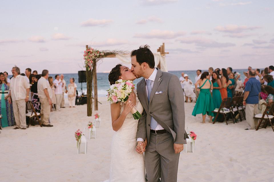 Sam+Alejandro_PlayadelCarmen_KapePhotography_destinationwedding_weddingphotography_mexico_fotografo_boda_cancun_rivieramaya_villasolyluna094.jpg