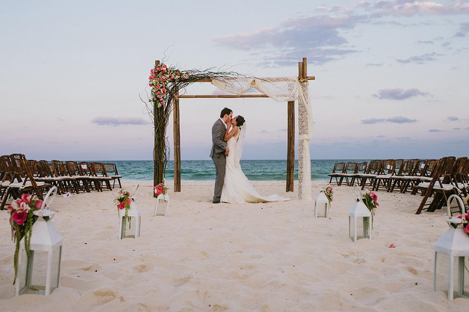 Sam+Alejandro_PlayadelCarmen_KapePhotography_destinationwedding_weddingphotography_mexico_fotografo_boda_cancun_rivieramaya_villasolyluna103.jpg