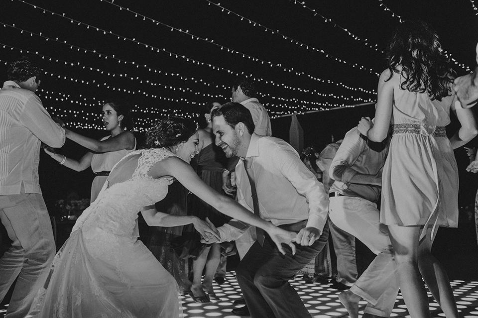 Sam+Alejandro_PlayadelCarmen_KapePhotography_destinationwedding_weddingphotography_mexico_fotografo_boda_cancun_rivieramaya_villasolyluna145.jpg
