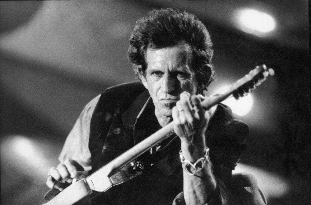 Keith Richards, Rolling Stones Voodoo Loungue World Tour, Rio de Janeiro, 1995 (photo is in public domain, courtesy of Machocarioca)