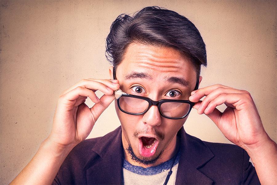 Guy w glasses looking surprised public domain Gratiso....jpg