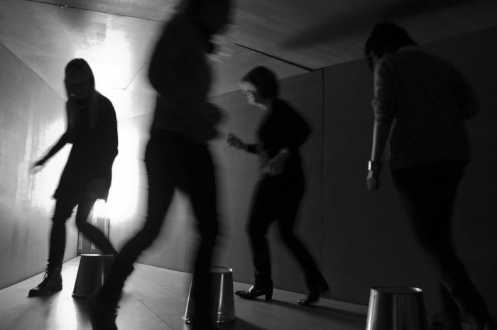 0239_b_w_visitors_running_like_ghosts.jpg