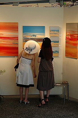 girls-looking-at-artedit.jpg