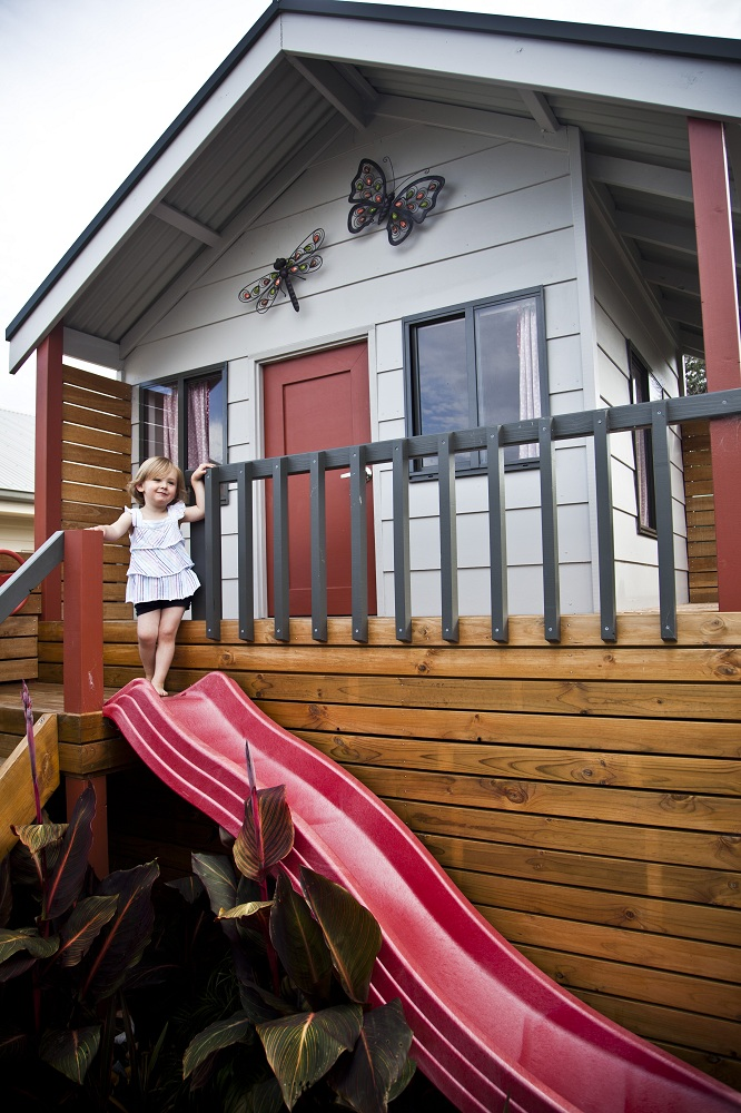 Cubby House with Deck, Stairs and Screens 166.jpg