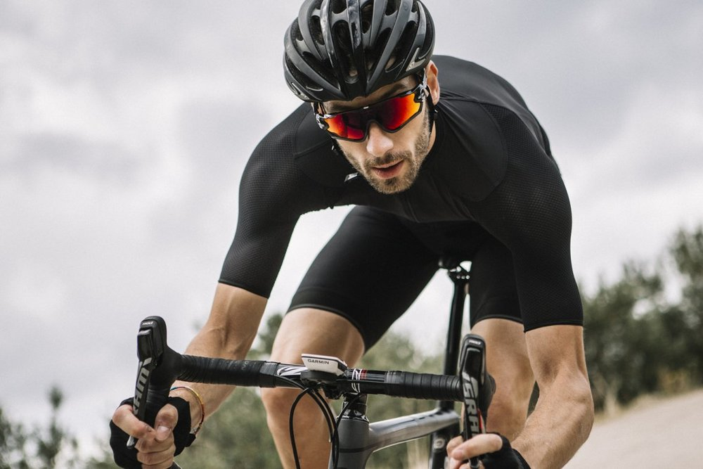 I7A3O7E ECHELON JERSEY BLACK - This refined jersey provides performance and durability.