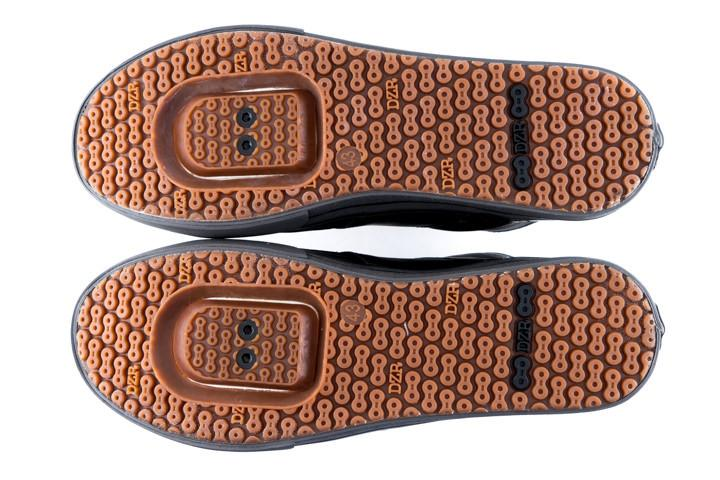 DZR-h2o-urban-street-clipless-spd-bottom-2_800x.jpg
