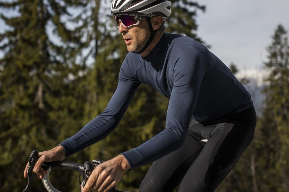 LONG SLEEVE JERSEY INDIGO BLUE 2.0 - No matter if you are heading for a high tempo training, autumn riding or a freezing cold day in winter, this jersey is designed to make you feel comfortable.