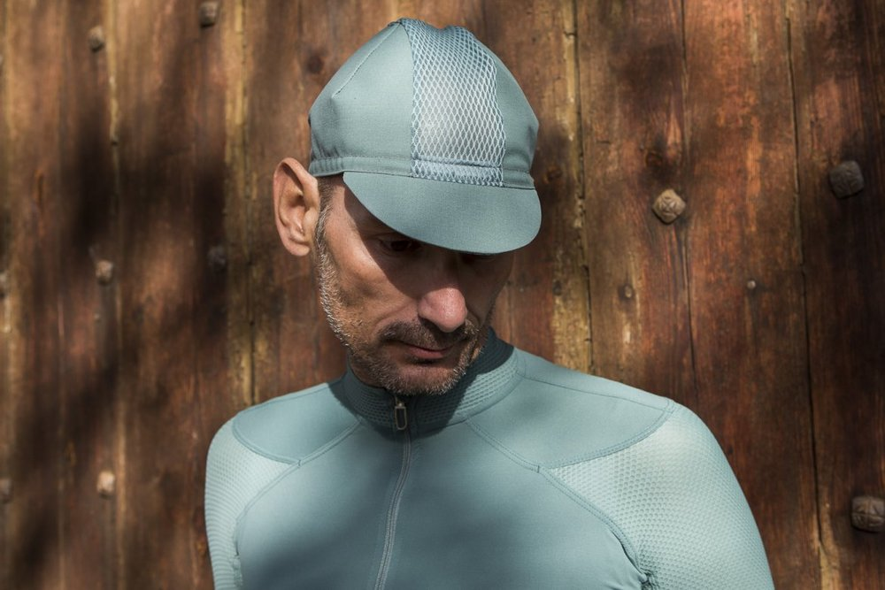 ECHELON CAP SAGEBRUSH - Look sleek, stylish, and oh-so pro with the Echelon Cap. Comfortable, breathable, a nice cap under your helmet can offer protection from the sun as well as wasp stings.