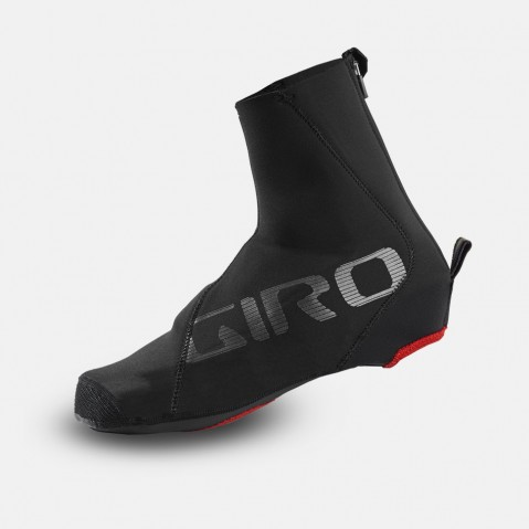 PROOF WINTER SHOE COVER - The water- and wind-resistant neoprene exterior of the Proof™ shoe covers are optimized with Flex Zones in key areas, engineered from a super stretch neoprene.
