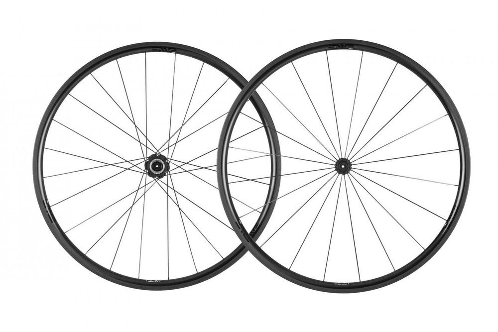 SES 2.2 - The Smart ENVE System 2.2 is the ultimate climbing wheel with aerodynamic properties that refine stability in the most extreme wind and weather conditions.