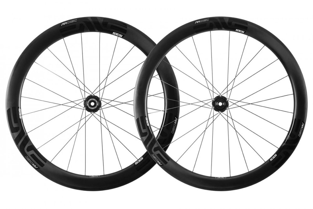 SES 4.5 AR DISC - The SES 4.5 AR Disc is an uncompromising aero wheel designed specifically for disc brake equipped bikes and large volume 28 to 30mm TUBELESS road tires.
