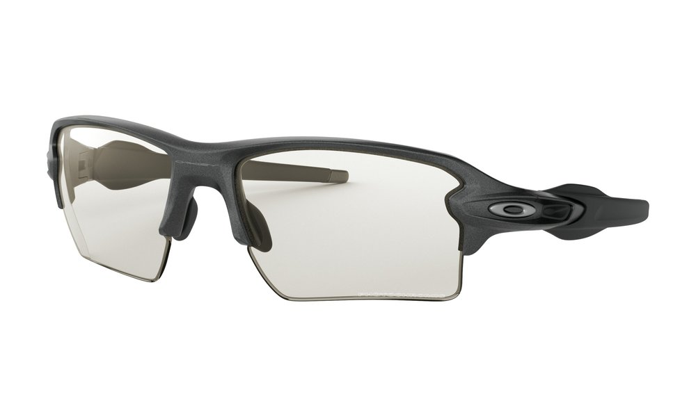 FLAK™ 2.0 XL PHOTOCHROMATIC - Oakley engineering takes performance to the next level. Flak 2.0 offers a standard size frame with enhanced lens coverage.
