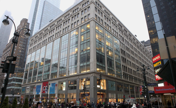 Vornado Realty Trust is in the market to refinance the $232 million loan maturing on the Manhattan Mall. Credit: Richard Perry/The New York Times