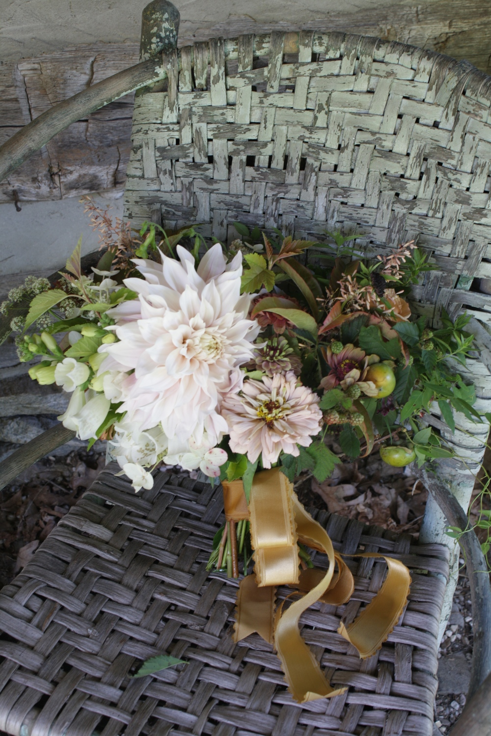 Cafe au Lait Dahlia Bouquet