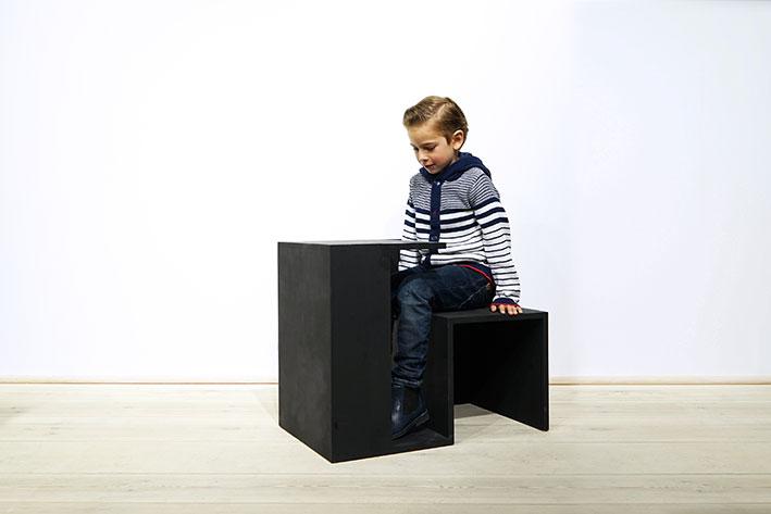 Tisch Stuhl HausKreide  by Clemens Tissi