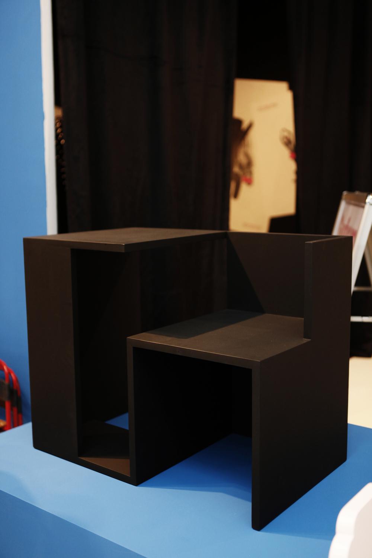 Tisch Stuhl Haus Kreide by Clemens Tissi