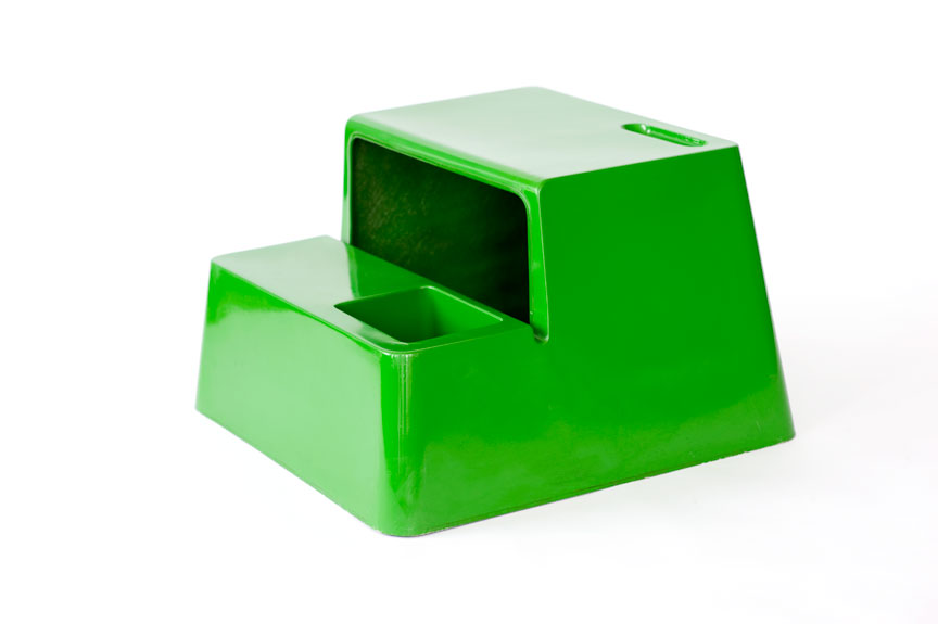 "OZOO MiniDesk Marc Berthier Produced by OZOO France France 1970 green polyester; reinforced with fiberglass H. 20"" x W 31"" x D 31"" LIST PRICE: $875 DESIGNER DISCOUNT PRICE: $743.75 LEAD TIME: 3-5 Days Shipping & Handling QUANTITY IN STOCK: 1 ONLINE PLATFORMS: kM Web, Artsy, 1st Dibs"