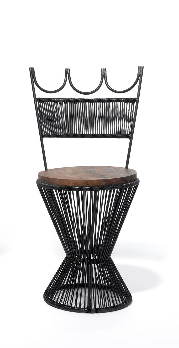 Queen Chair (Black) Mexashop Mexashop Production Guadalajara, Mexico Contemporary / 2016 PVC cord, steel frame, wood H 31.25 in, Seat Dia 13.25 in, Seat H 17.75 in 13 lbs. LIST PRICE: $450 LEAD TIME: 3-5 Days Shipping & Handling QUANTITY IN STOCK: 2 ONLINE PLATFORMS: kM Web, Artsy
