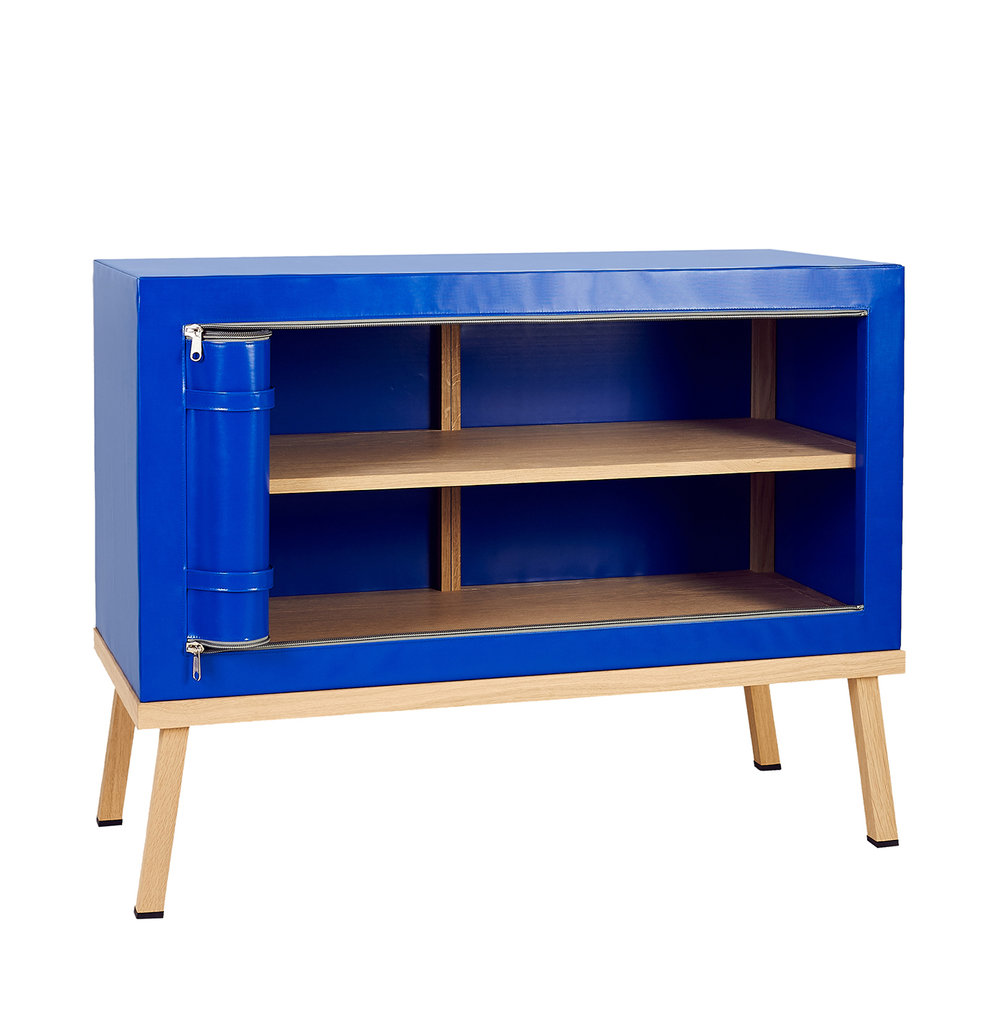 Truecolors Dresser Visser + Meijwaard Netherlands 2015 PVC cloth with oak wood frame L 43.25 x W 17.74 x H 32.5 LIST PRICE: Cube $4,100 DESIGNER DISCOUNT PRICE: $3,485 LEAD TIME: 8-10 weeks QUANTITY IN STOCK: 1 ONLINE PLATFORMS: kM Web, Artsy, 1st Dibs