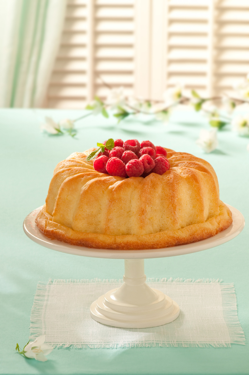 bundt cake raspberries