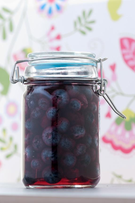 jar blueberries in vinegar