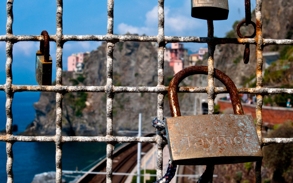 Love locks along Via Dell Amore