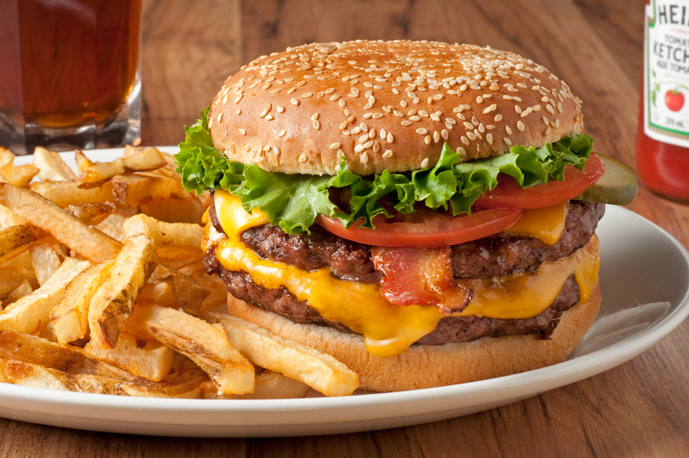 web-MicMac-Bar-burger-closeup.jpg