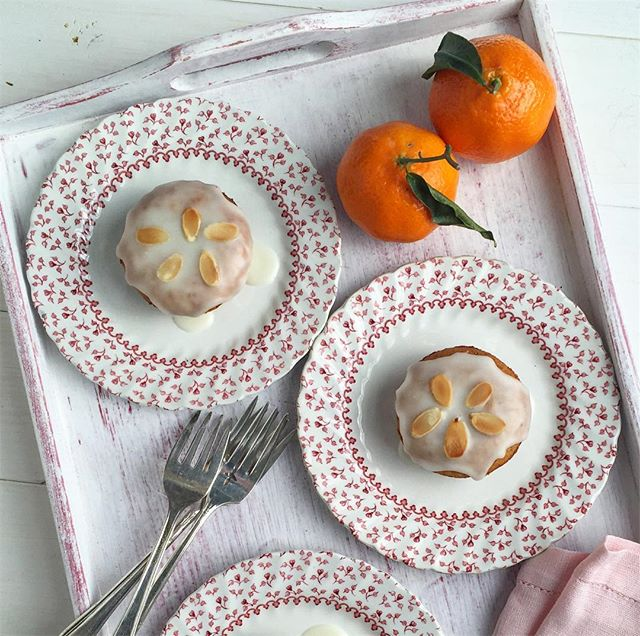 The last of my holiday clementines went into baking these wee tea cakes with ginger glaze. So good, only a few ingredients in the food processor, and ta da! #eeats #foodstagram #onthetable #fbcigers #foodandwine #foodstylist #foodphotographer #instagood #f52grams #baking #clementine #nigella #clementinecake #glutenfree