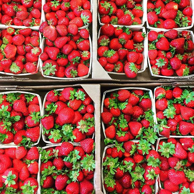 Strawberries as far as the eye can see, a delicious morning at the market! #farmersmarket #localberries #strawberries #red #foodstagram #tastespotting #summervibes #foodphotographer #eeeeeats #berries