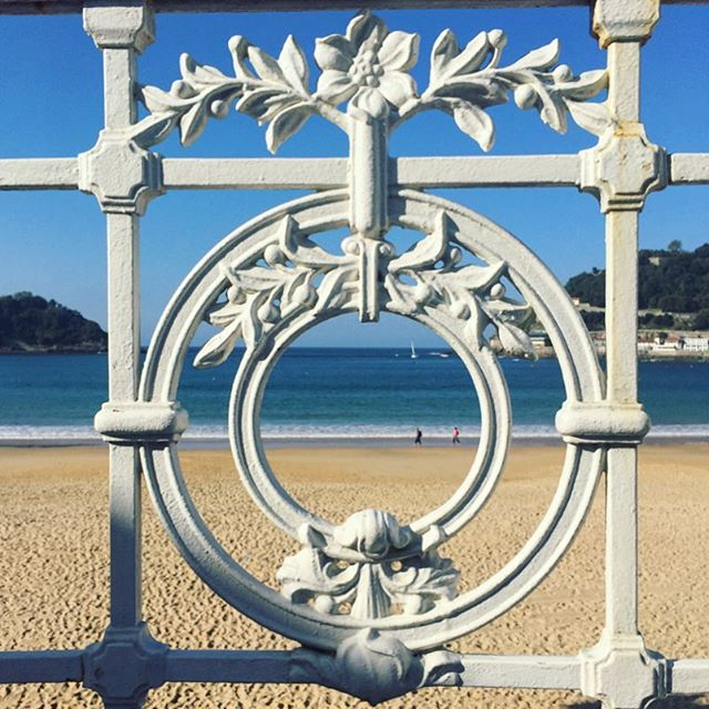 San Sebastián ✔️ eat pintxos, drink Txakolí, go for a swim, and repeat. #bucketlist #travelphotography #basquecountry #spain #beach #instagood #travelgram #culinarytravel