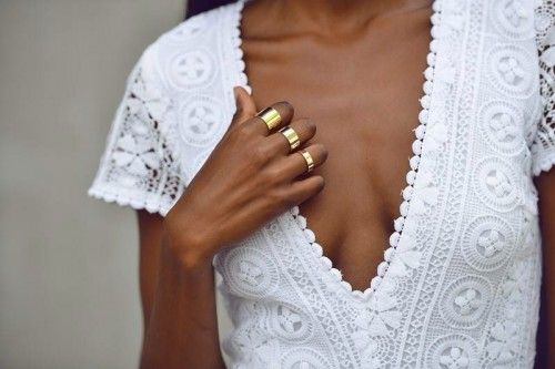 Love the combination of tanned skin, white and gold!