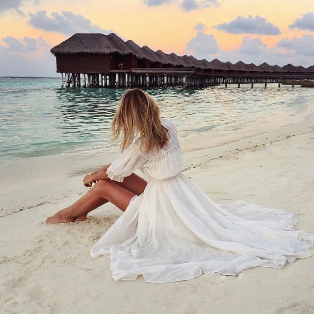 White flowy dresses + beach sunsets