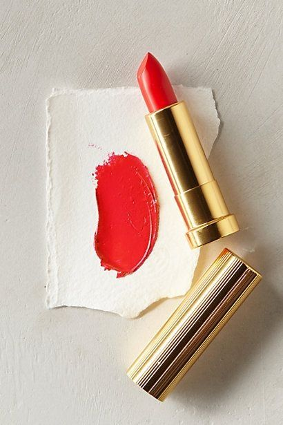 Red lips and no other make up... perfect summer look!