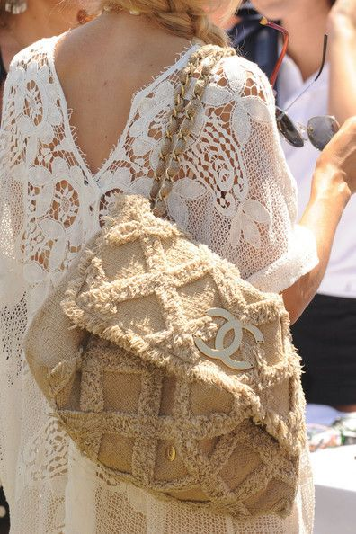 White lace dresses and oversized beach bags