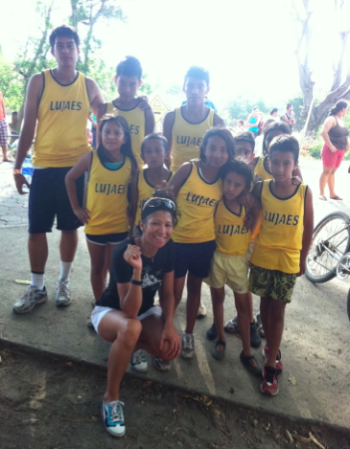 Sandra with kids at the 2013 Calzado Kids Run on Isla de Ometepe, Nicaragua