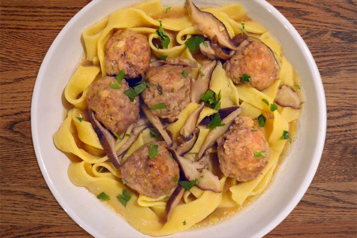 eggnoodle_meatball_shiitake_luciano.jpg