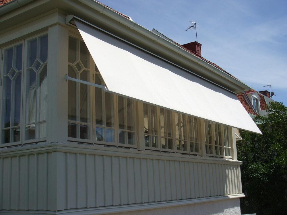 Riviera 300 fönstermarkis thehandyman.se