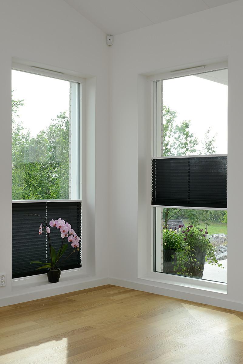 Vår mest flexibla modell av plissé/duettegardin. Täck den delen av fönstret ni vill.