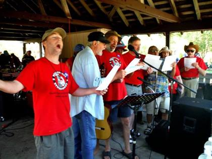 Jason Houk belts it out for health care for all with the HCAO-RV chorus at the Southern Oregon Labor Day picnic. Photo by Allen Hallmark.